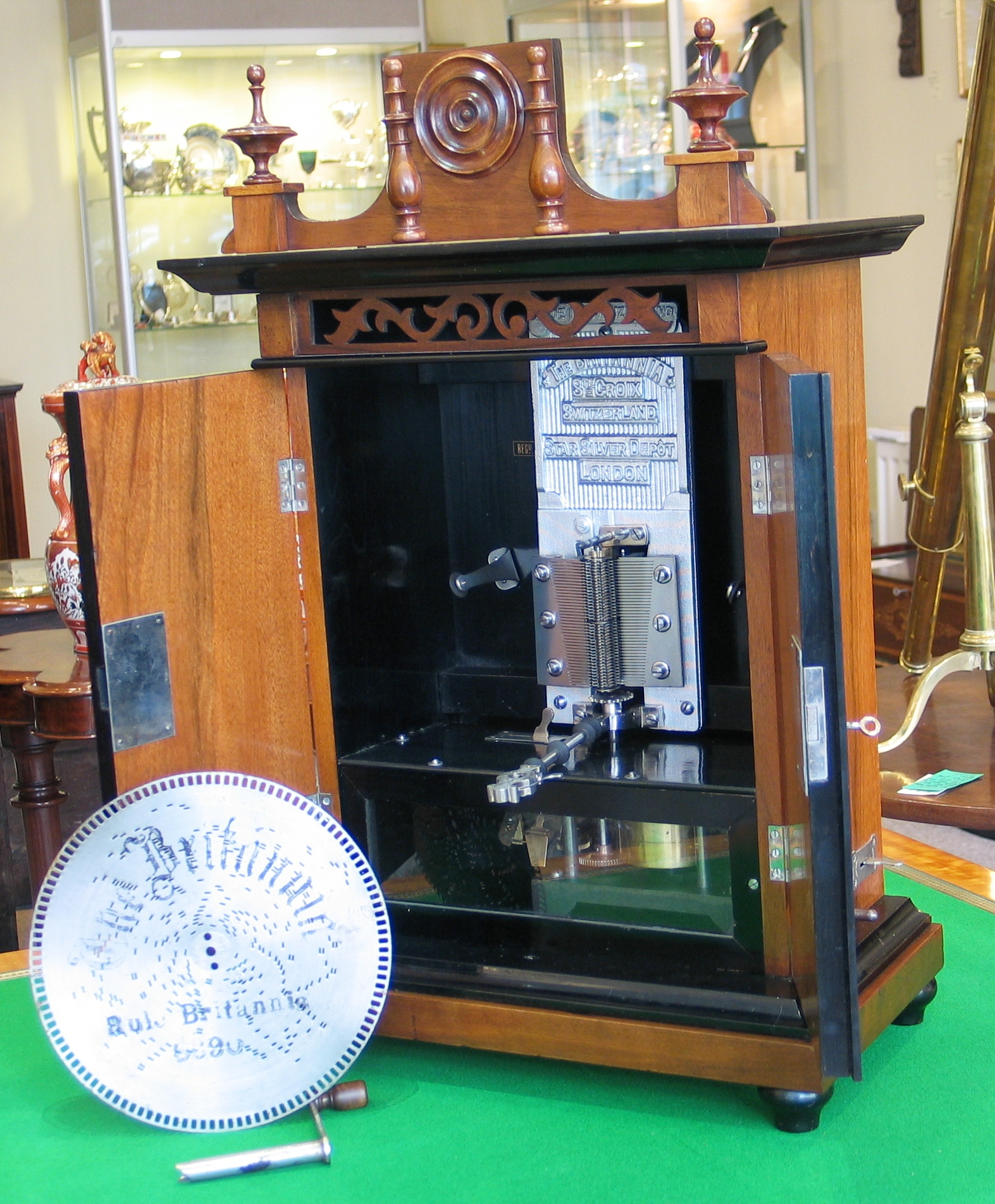 Smokers Cabinet Disc Musical Box
