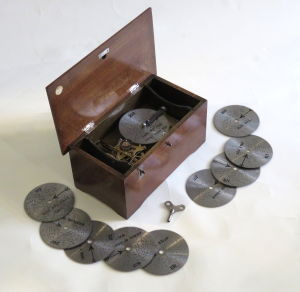 Small  early 20th century disc musical box